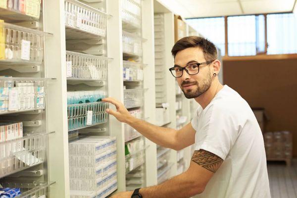Préparateur en pharmacie hospitalière : salaire et grille indiciaire