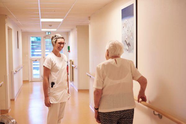 Infirmière en EHPAD : entre lieu de vie et lieu de soins, un accompagnement des patients à chaque instant
