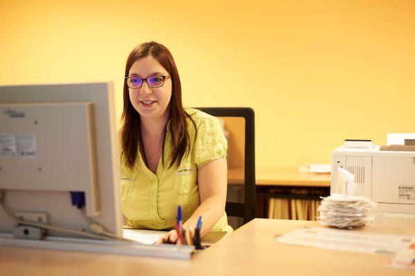 À l'hôpital ou en EHPAD, l'agent administratif s'occupe de gérer les dossiers des patients